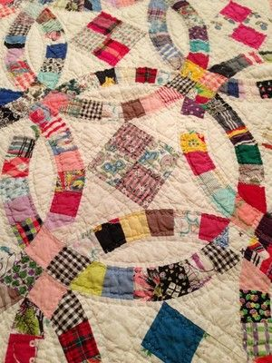 Detail Antique Vintage Handmade Quilt 80 X 67 Love Double Wedding Ring Pattern