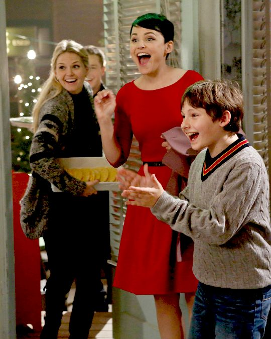 Emma Swan Promotional Stills // 2.10 - The Cricket Game. Snow White, Henry Mills