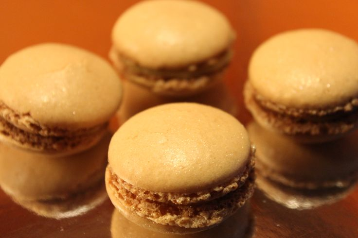 Macarons filled with lemon curd