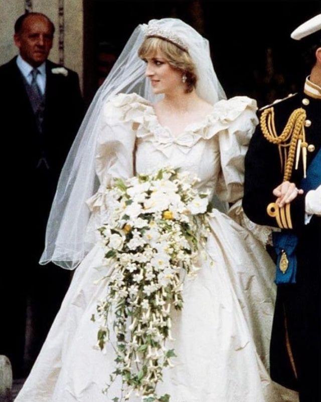 Epingle Par Deborah Sur Lady Diana En 2019 Robes De Mariee