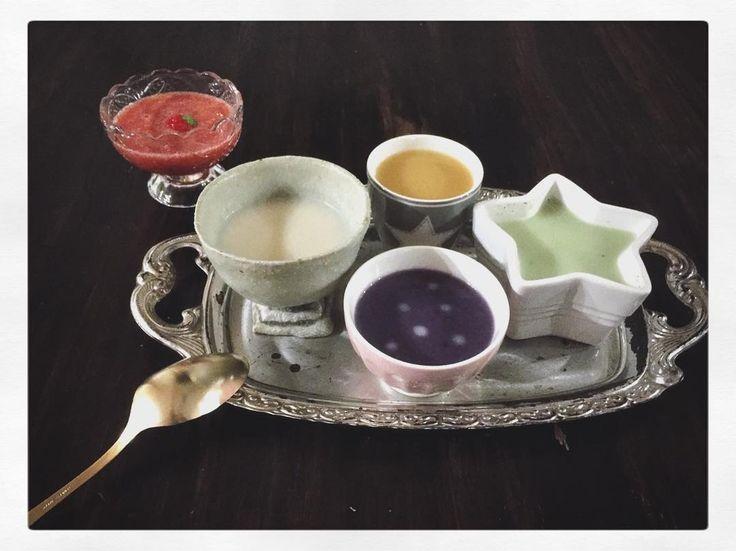 ricoricoちゃんたちの朝ごはん   みんなクイズが大好き  さて何のスープでしょうか    紫はぶどう自信持って答えたricoricoちゃん  ざんねーん   正解は 白カブ 紫ムラサキキャベツ 緑ブロッコリー 黄色人参 赤イチゴジュースね   ポカポカあたたまって行ってらっしゃい    #foodpic #foodporn #breakfast #soup #soupstock #日々の暮らし #スープ #ポタージュ #potage #ホームメイド #クッキング #キッチングラム #artwork #cooking