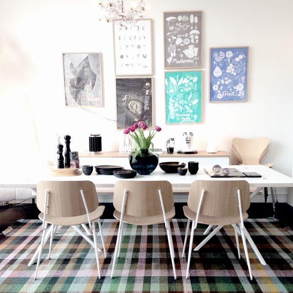 Het Danskina Multitone karpet is een prachtig kleurrijk vloerkleed met een boeiend design, waarbij de kleuren prachtig tot hun recht komen en ook met elkaar mengen. Dit ontwerp komt van Hella Jongerius waarbij een belangrijk onderdeel van haar werk de studie naar kleur- en kleurgebruik is, wat heel mooi terug te zien is in dit karpet. #gilsingwonen #design #karpet #vloerkleed #danskina