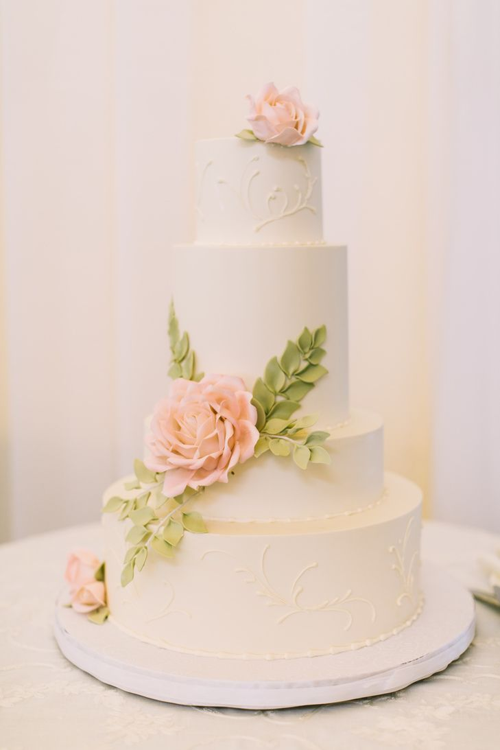 Pink Sugar Rose Wedding Cake | Photo: Rebecca Arthur Photography | Cake: Confectionery Designs |