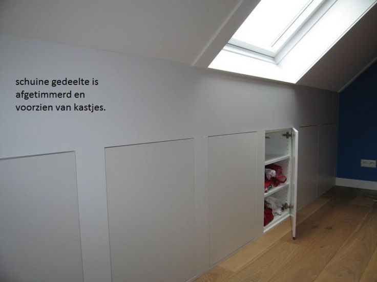 25 beste idee n over knieschotten op pinterest slaapkamer op zolder kasten dakkapel - Idee kast onder helling ...