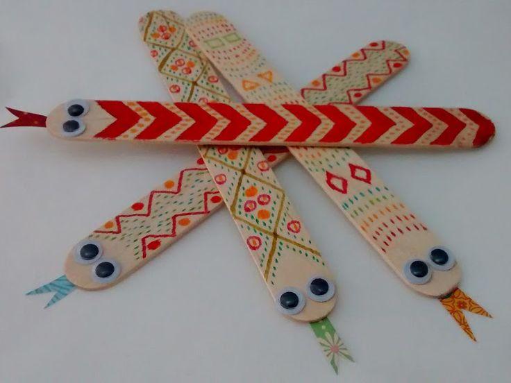 Vamos a convertir palos de madera en serpientes divertidas que los peques pueden…