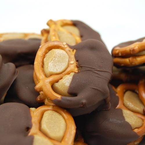 Peanut Butter Pretzel BitesPeanut Butter Pretzel, Chocolates Chips, Chocolates Peanut Butter, Food Dinner, Pretzel Bites, Homemade Recipe, Sweets Peas, Pretzels Bites, Butter Buckeyes