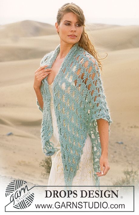 DROPS Crocheted shawl in Alpaca and Vivaldi with 2 crocheted flowers