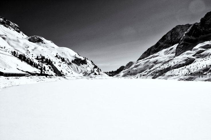 lago ghiacciato - bianco e nero