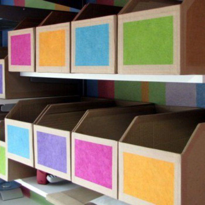 Des casiers de rangement en carton de récupération