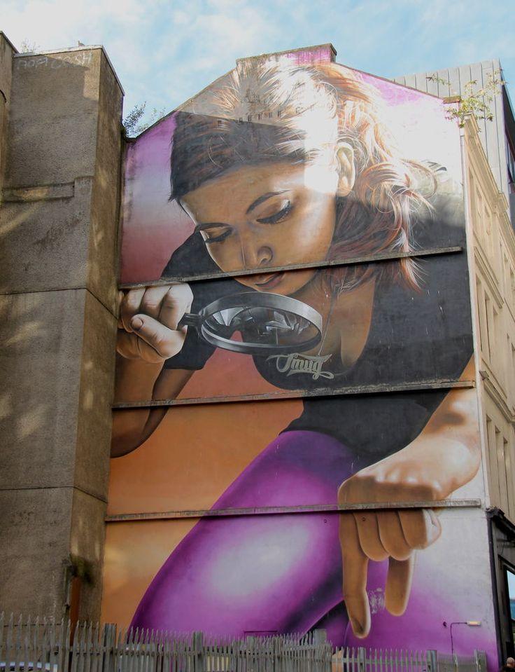 """Street Art Glasgow - """"Honey I Shrunk The Kids"""" (Kochanie, zmniejszyłam dzieciaki), autor: Smug"""