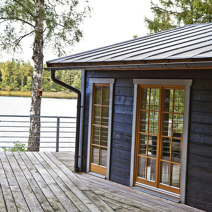 Vi hoppas på många dopp i sjön i sommar. Men med Ekstrands fönster och fönsterdörrar kan du njuta av sol och natur även inomhus.  #Ekstrands #fönster #window #dörrar #doors #fönsterdörrar #fönsterdörr #altandörr #balconydoor #altandörrar #altan #summer #sommar #sjö #lake #bada