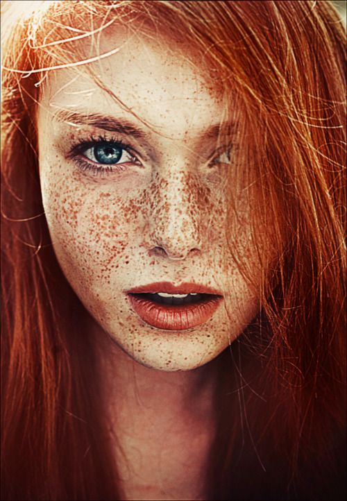 blue eyes, red hair with freckles... true natural beauty ^^
