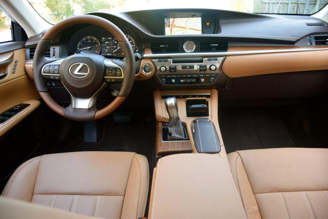 2017 Lexus ES 350.