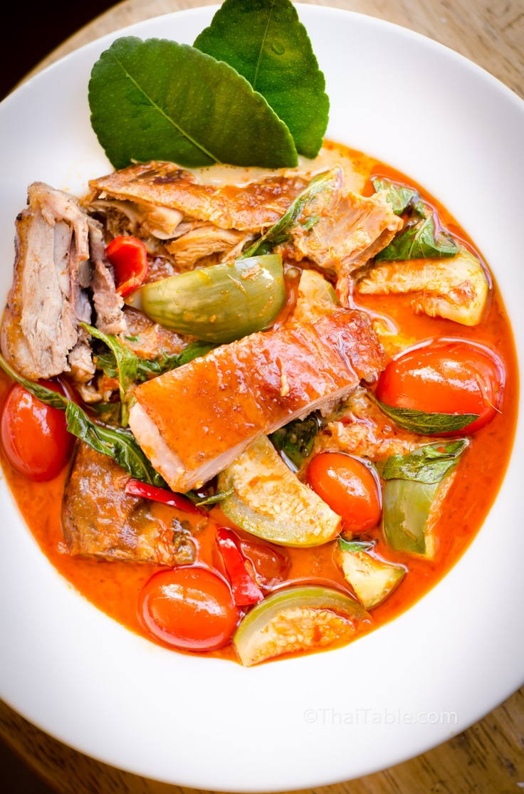 Roast Duck Curry - juicy roast duck cooked in red curry http://www.thaitable.com/thai/recipe/roast-duck-curry