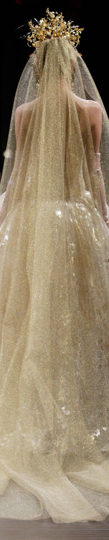 Naeem Khan   Bridal Fall 2016    i think i want it gold for my wedding