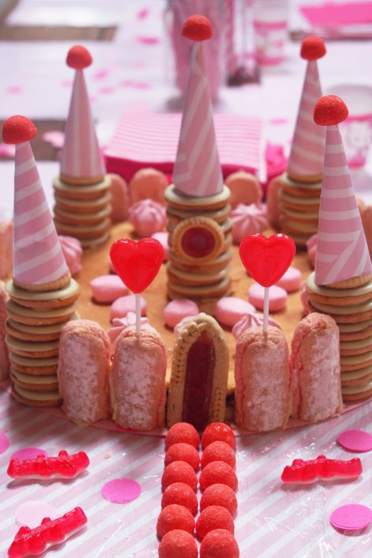 DIS MAMAN, ON MANGE QUOI ?: LE GÂTEAU-FORT VERSION CONTE DE FEES ET JOLIES PRINCESSES ROSES