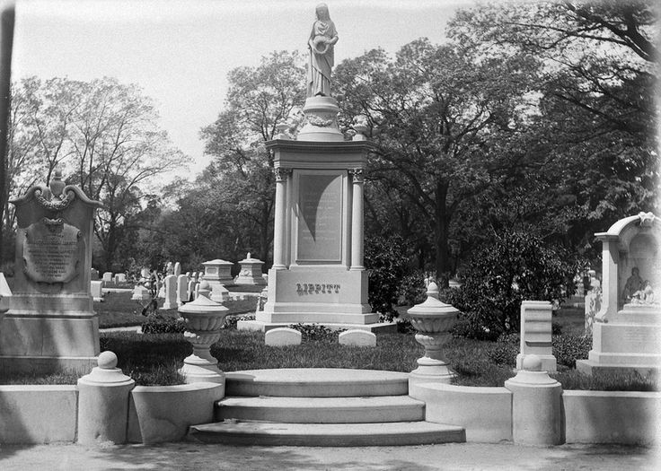 "Citation  ""Grave of Gov. Lippitt"", VM014_GN570137, James N. Arnold Image Collection , Providence Public Library, Providence, RI.  Rights:  The Providence Public Library encourages the use of all items in the Providence Public Library digital collection"