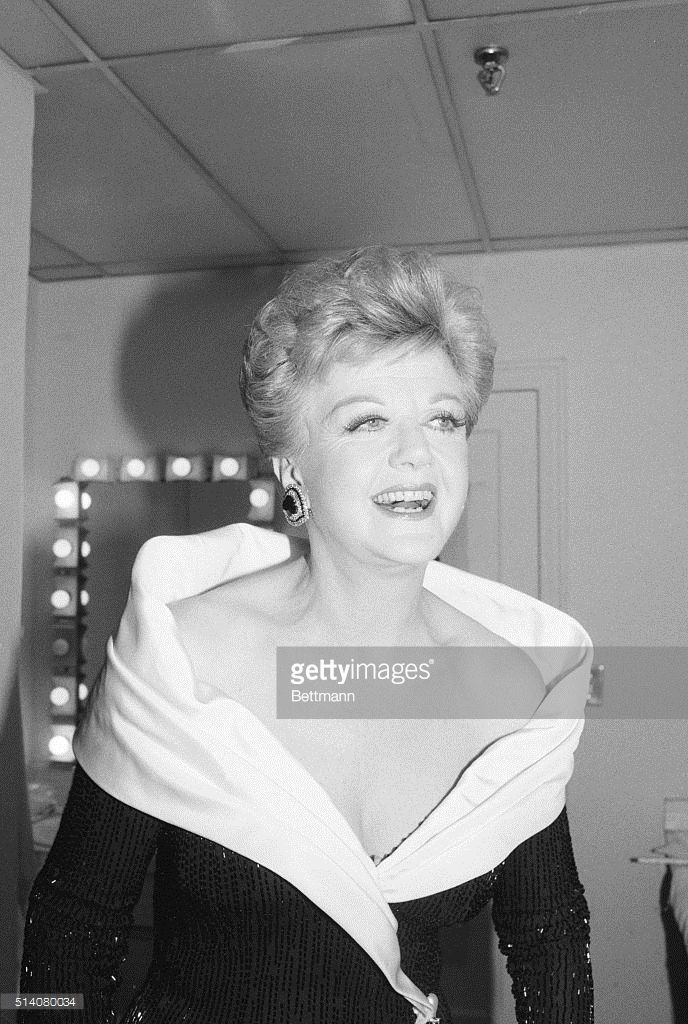 Angela Lansbury as host of the 1987 Tony's- what a goddess
