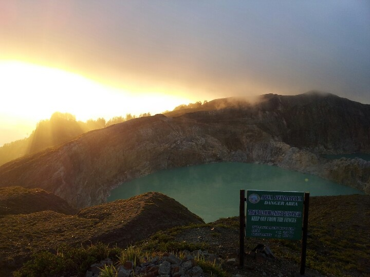 Sunrise in Kelimutu Lake, Flores (Indonesia)