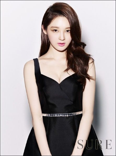Kang Min Kyung to carry on the torch as narrator for 'Real Men'