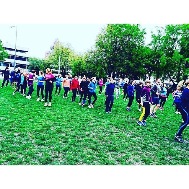 Ab 18.30 Uhr auf der #Uniwiese egal bei welchem #Wetter ! #freeletics #freeletics_hochschulsport_köln #hochschulsport #cologne #fitness #workout #outdoorfitnesscoachköln #university #physicaleducation