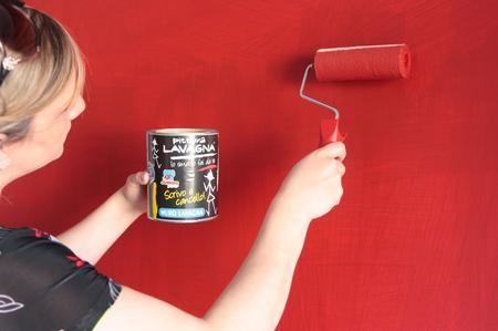 Se state progettando di riverniciare le pareti di casa, probabilmente avrete bisogno di alcuni rulli per pittura. Usare questi strumenti professionali non è molto difficile. Tuttavia è necessario scegliere prodotti di alta qualità, che garantiscano ottimi risultati e lunga durata. I rulli per pittura presentano un rivestimento in materiali capaci di trattenere la vernice. I migliori modelli sporcano poco, non gocciolano e vi risparmiano la fatica di ricoprire pavimenti e mobili coi giornali…