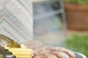 How to Cook Bratwurst in a Skillet | LIVESTRONG.COM