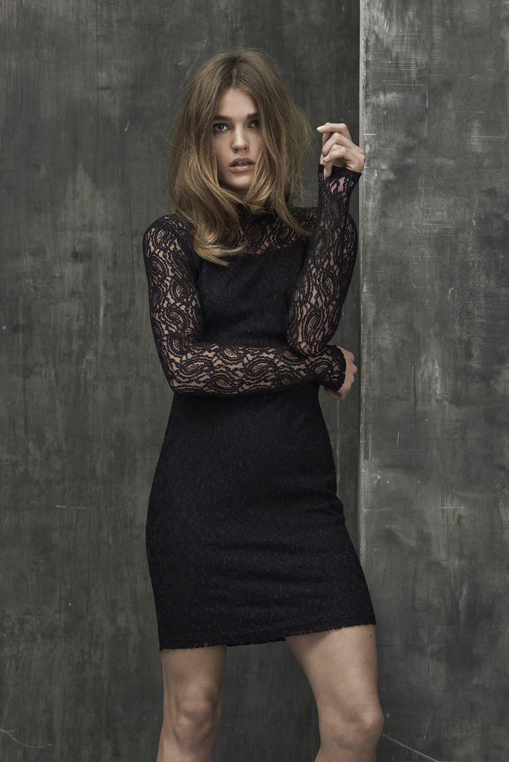 Lace dress in black.
