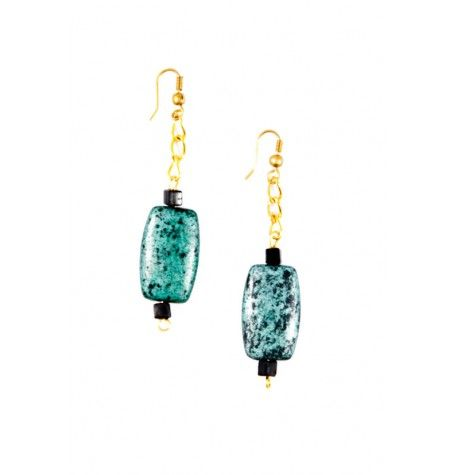 Gold Chain with drop metallic pendant earrings.