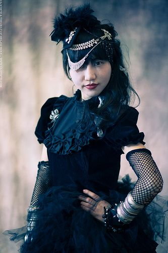 gloomth gothic high fashion antique feather hat