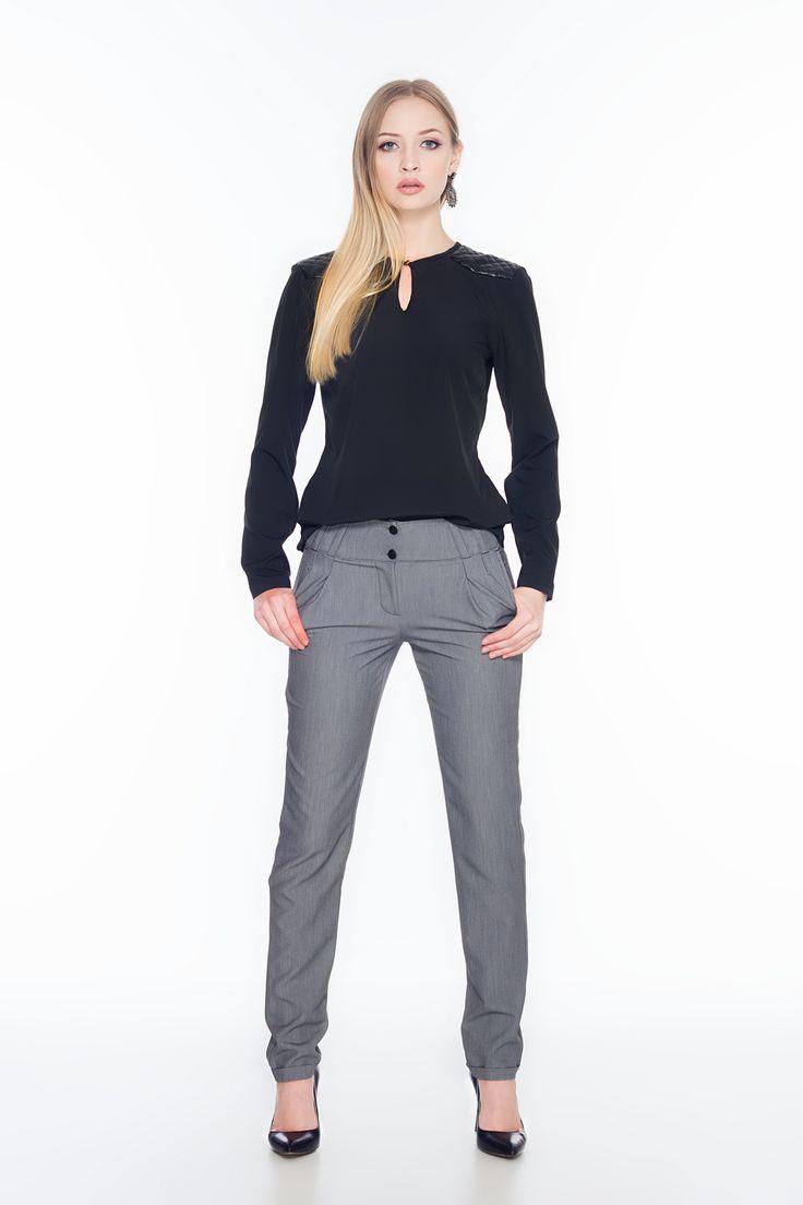 Czarna bluzka z pikowanymi wstawkami na ramionach ABK0016 www.fajne-sukienki.pl