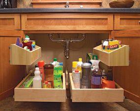 siempre he pensado que el gabinete de debajo del fregadero se desperdicia muuuucho espacio, esta idea esta genial