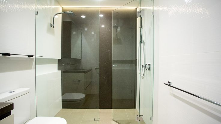 Large shower screens with exclusive look
