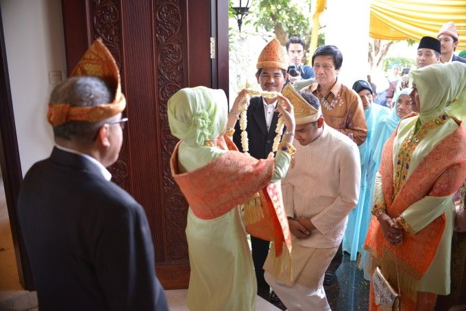 Traditional Palembang Wedding With Beautiful Ornate Details - 004
