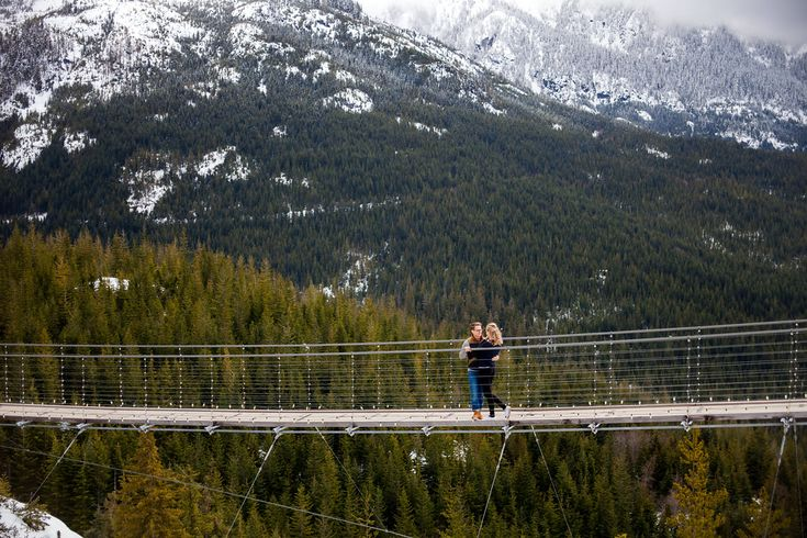 Sea to Sky Gondola Trails Engagement Photos - Outdoor Engagement Photos -- Wedding Blog - The Overwhelmed Bride