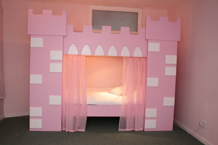 Diy castle bed woodworking projects plans for Princess bed blueprints