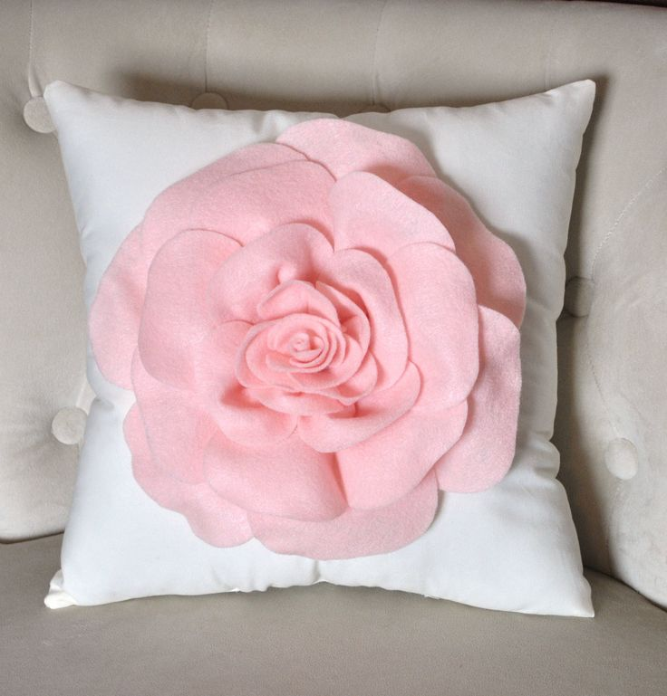 Decorative Pillow Pink : Best 25+ Pink throw pillows ideas on Pinterest Pink throws, Throw pillows and Pink pillows