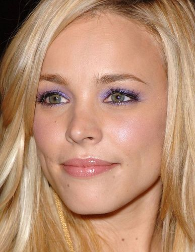 Rachel McAdams... so beautiful! Love the lilac eye make up!