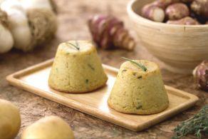 Il flan di Grana su letto di funghi finferli è un secondo piatto molto raffinato, uno sformatino delizioso e semplice da realizzare!