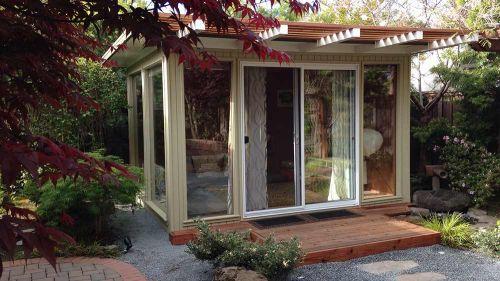 backyard-eichler-house-mini http://retrorenovation.com/2014/06/25/backyard-eichlers-midcentury-modern-sheds/