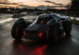 Planet Stars: Gumball 3000: Το αυτοκίνητο του Μπάτμαν μπαίνει στ...