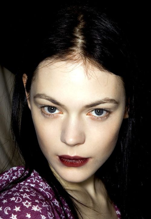 Kinga Rajzak (Hungary) backstage @ Chloé Fall 2008
