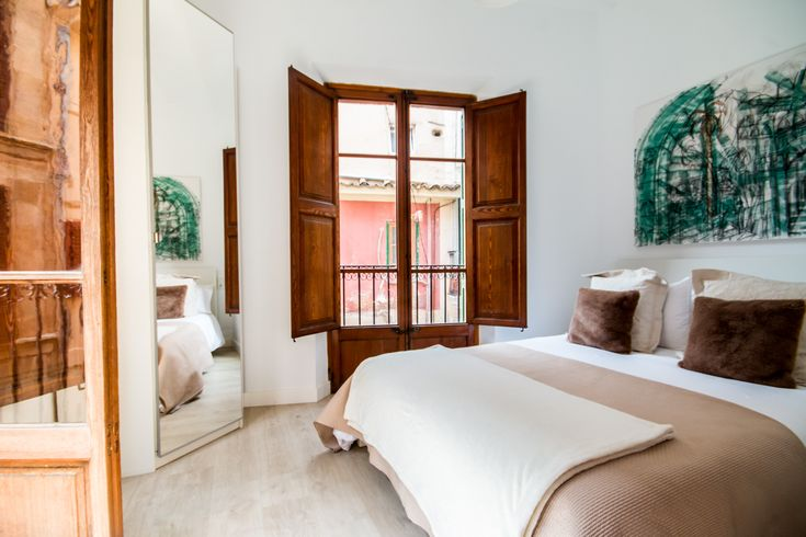 A corner bedroom in Palma Old town.