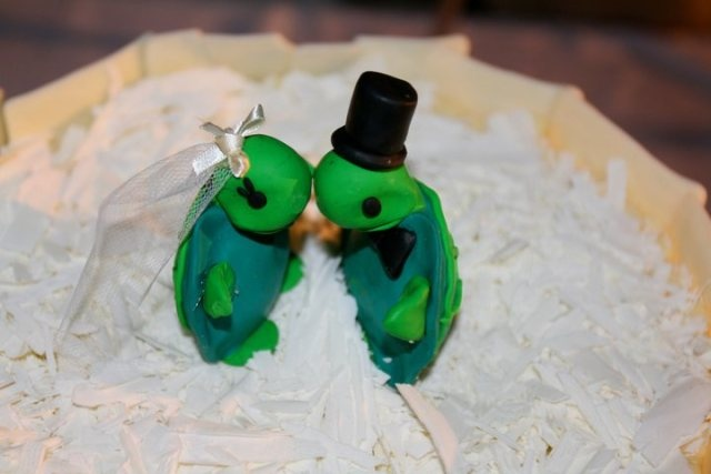 A handmade cake topper of two turtles kissing. Very cute!