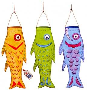 Koi Kite (pdf pattern on website) Trace the pattern twice on plain or fancy wrapping paper. Glue the two halves together along the edge. Decorate with cutout scales, paint or glitter, don't forget the eyes! @Sherrie Mortensen