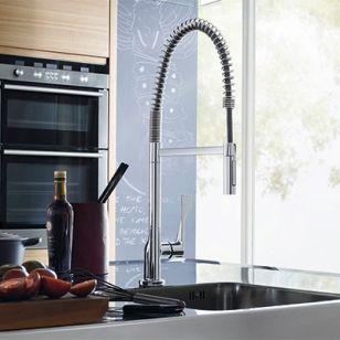 Un robinet de professionnel dans votre cuisine. Sa douchette orientable à 360° vous facilitera la tâche et vous fera gagner du temps dans votre cuisine.