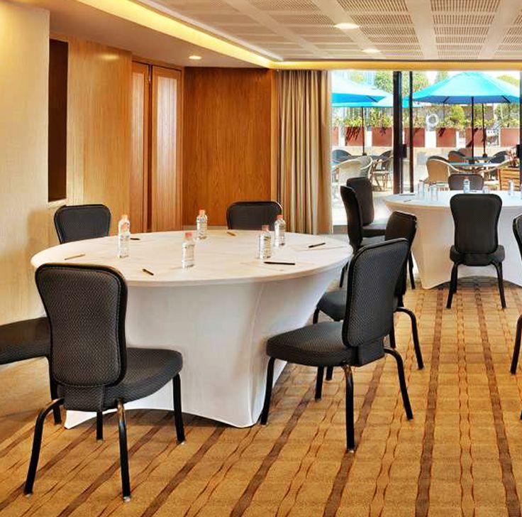 #GaleríaPlazaReforma es el escenario ideal para tus negocios, congresos o eventos decembrinos. ¡Nosotros crearemos la mejor experiencia para ti! 🍽👔🍸   #architecture #instagood #picoftheday #photo #relax #pool #reforma #CDMX #evento #hotel