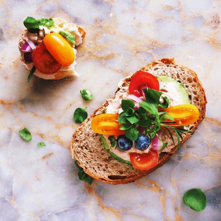 bulut ağacı: Sürülebilir Ton Balığı ve Avokado ile Ekmek Üstü