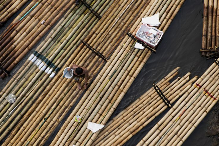 Bamboo rafts, the end of the day. (Mae Wang, Thailand) | Photo blog Poème Photographique, Laura Lee Moreau