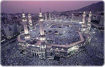 Mesquita Al Haram, na cidade sagrada de Mecca, Arábia Saudita. A mesquita abriga a Caaba (Pedra Negra), o santuário sagrado. Mecca é a terra natal do profeta Maomé e centro de peregrinação do Islã.